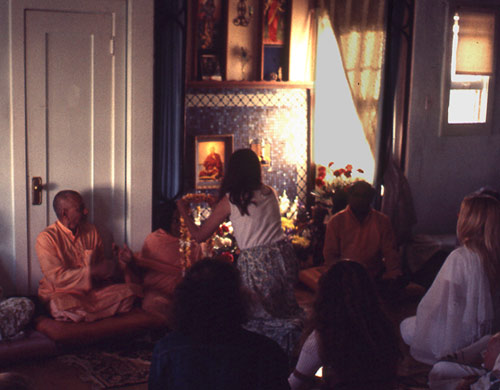 SiteFiles/photos/With Swami Vishnu and Swami Hrdayananda