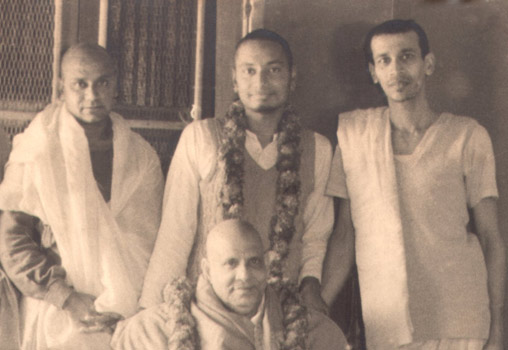 SiteFiles/photos/Swami Venkatesananda with the Master and Swami Chidananda & Swami Krishnananda