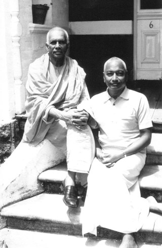 SiteFiles/photos/Swami Venkatesananda With Swami Ranganathananda