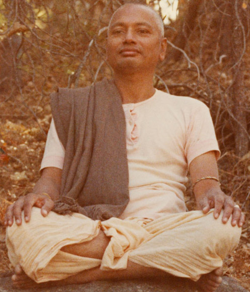 SiteFiles/photos/Swami Venkatesananda Giving A Yoga Class In The Woods