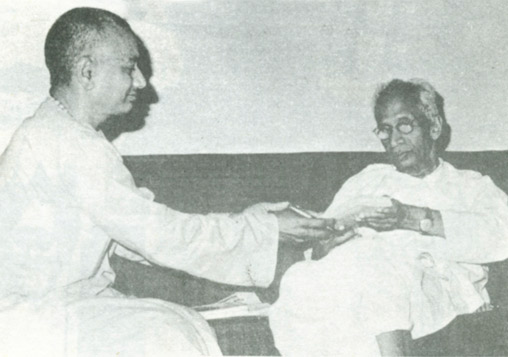 SiteFiles/photos/Swami Venkatesananda with Dr. S. Radhakrishnan